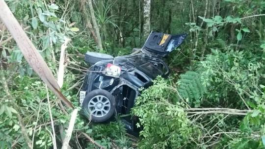 Três adolescentes ficam feridos em acidente na BR-153, em Rio Azul; um deles dirigia o carro