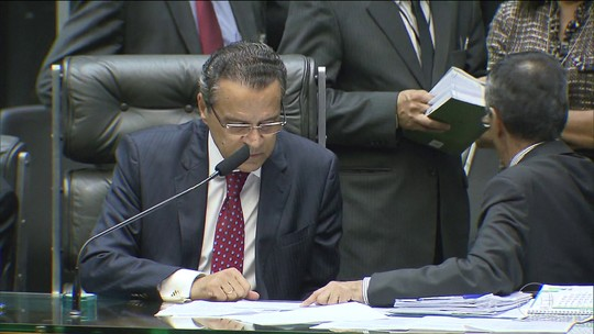 Cheques da OAS e da JBS, de R$ 500 mil, passaram pela conta de Temer, diz MPF