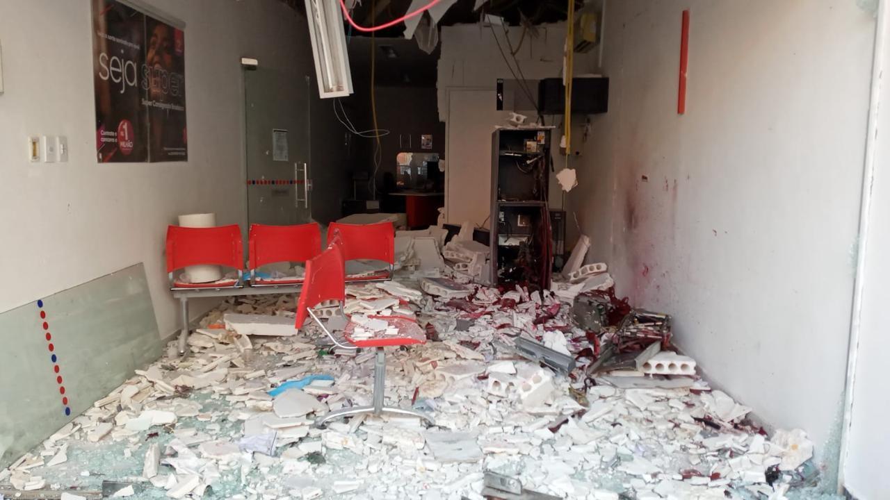 Agência bancária é explodida e lotérica é arrombada em Nazarezinho, na PB
