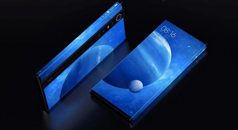 """Mi Mix Alpha possui tela que """"abraça"""" o telefone — Foto: Divulgação/Xiaomi"""