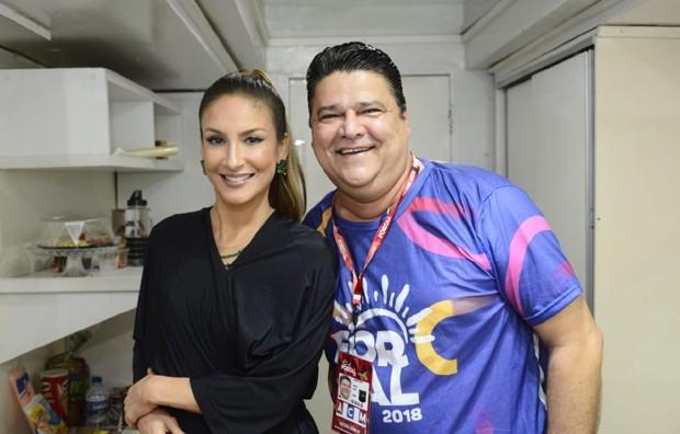 Claudia Leitte e Colombo Cialdini, um dos diretores do Fortal (Foto: Davi Magalhães/Divulgação)