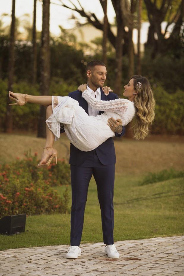Lucas Lucco e Lorena Carvalho (Foto: Torin Zanette)