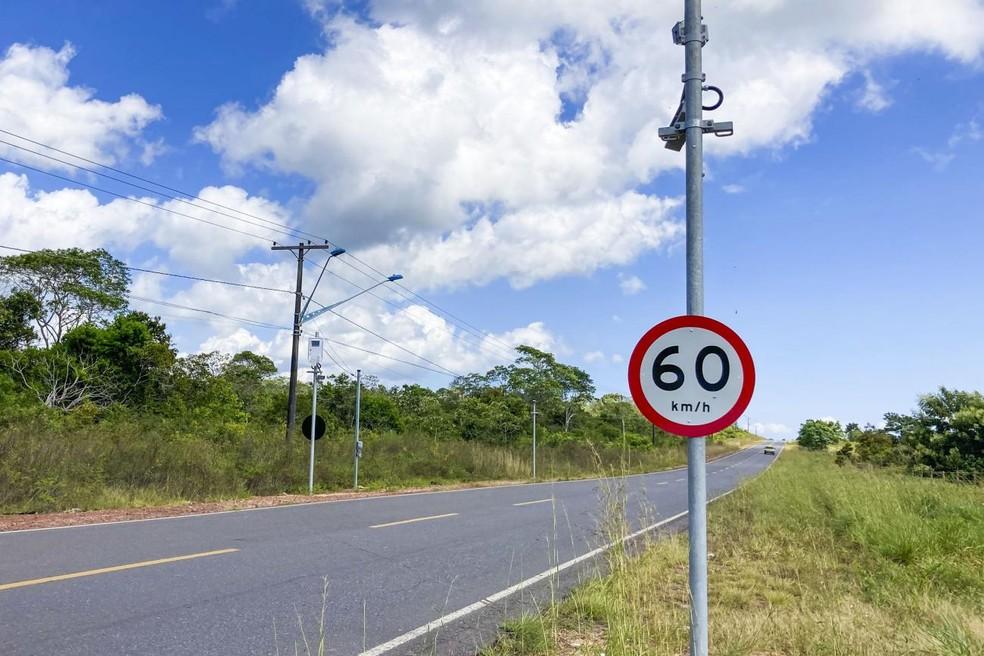 Equipamentos têm placas que indicam velocidade máxima permitida no trecho — Foto: Agência Pará/Divulgação