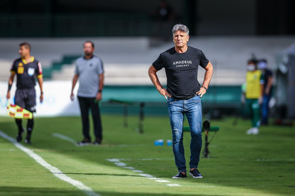 Renato chegou ao sexto jogo seguido sem vitória no empate com o Coritiba — Foto: Lucas Uebel/Grêmio