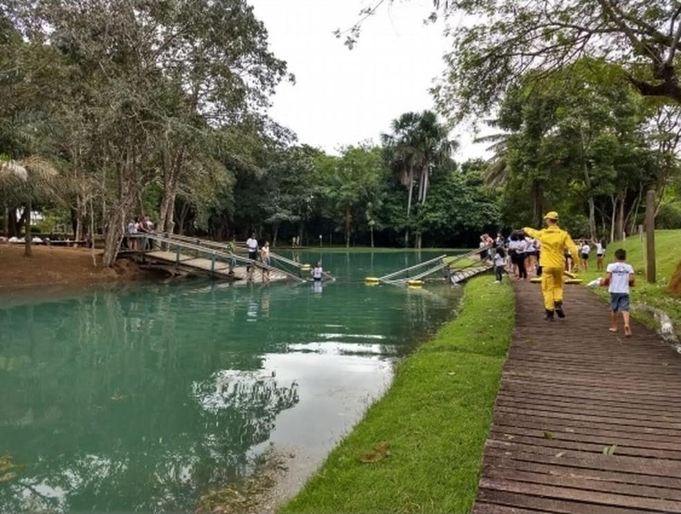 Passarela após queda em Ariquemes — Foto: Bombeiros Civis/Divulgação