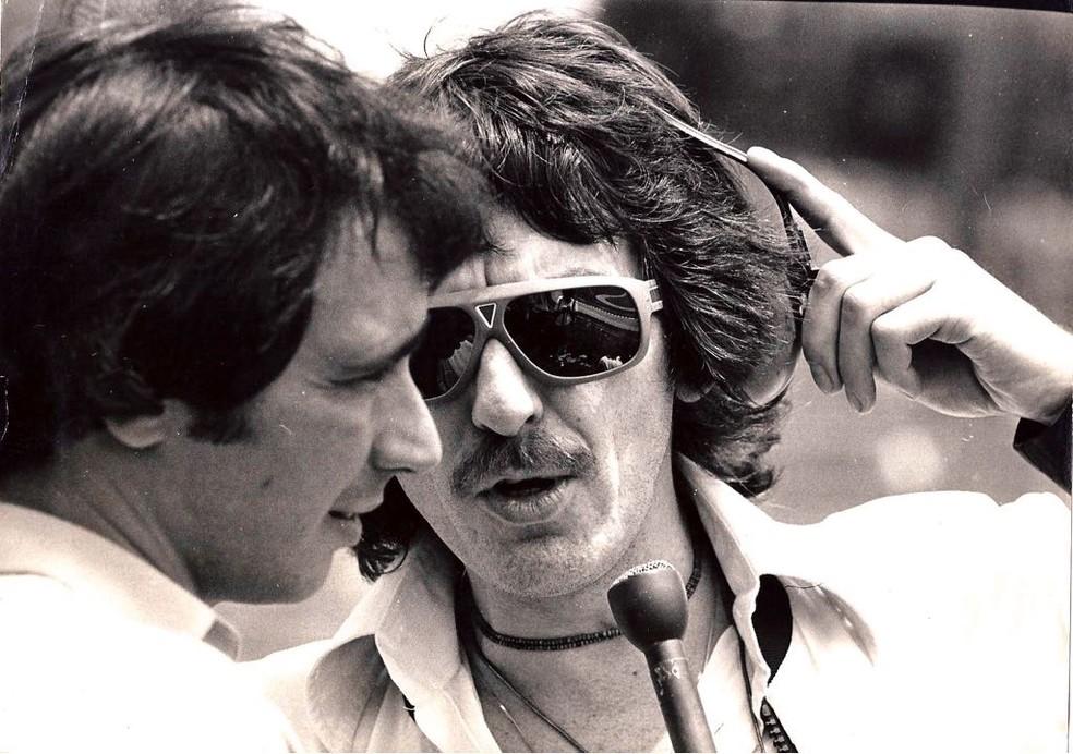 George Harrison fala com Reginaldo Leme em Interlagos, em 1979 — Foto: Acervo pessoal