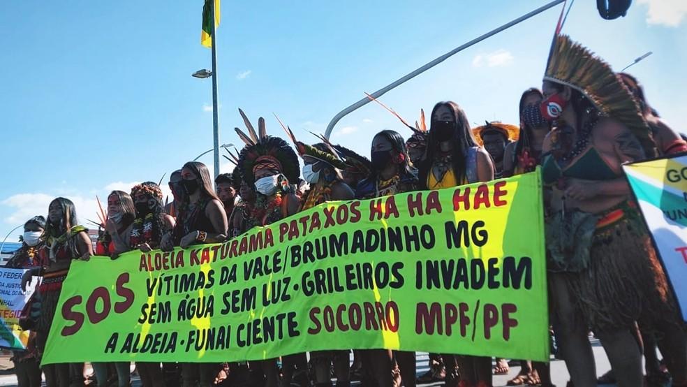 Indígenas protestam contra violações que estão sofrendo após tragédia da Vale — Foto: Jéssica de Almeida/Divulgação