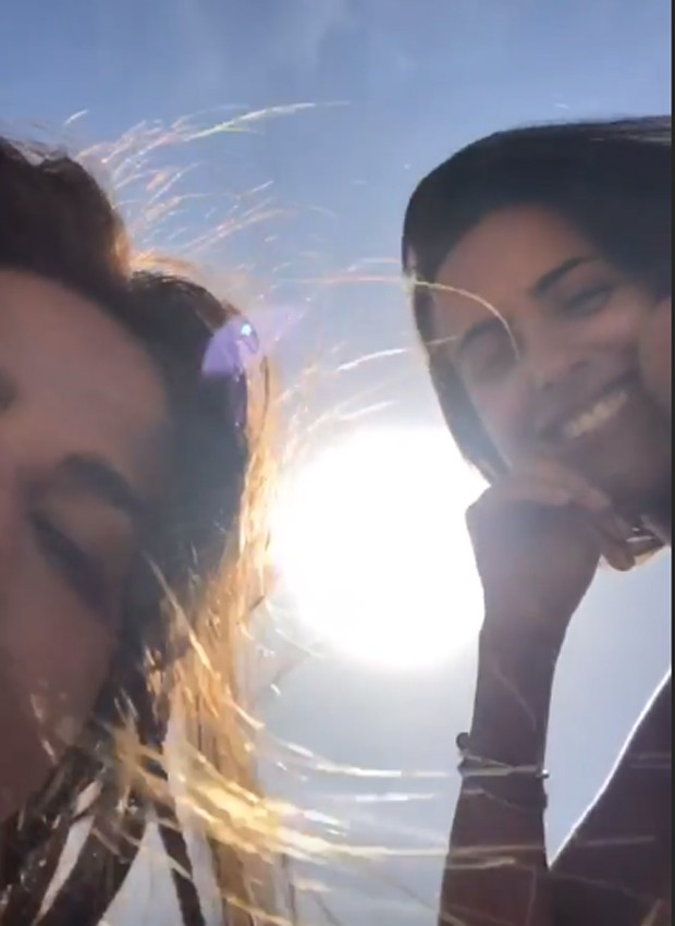 Antonia e Ana tomam sol juntas no Havaí (Foto: Reprodução/Instagram)