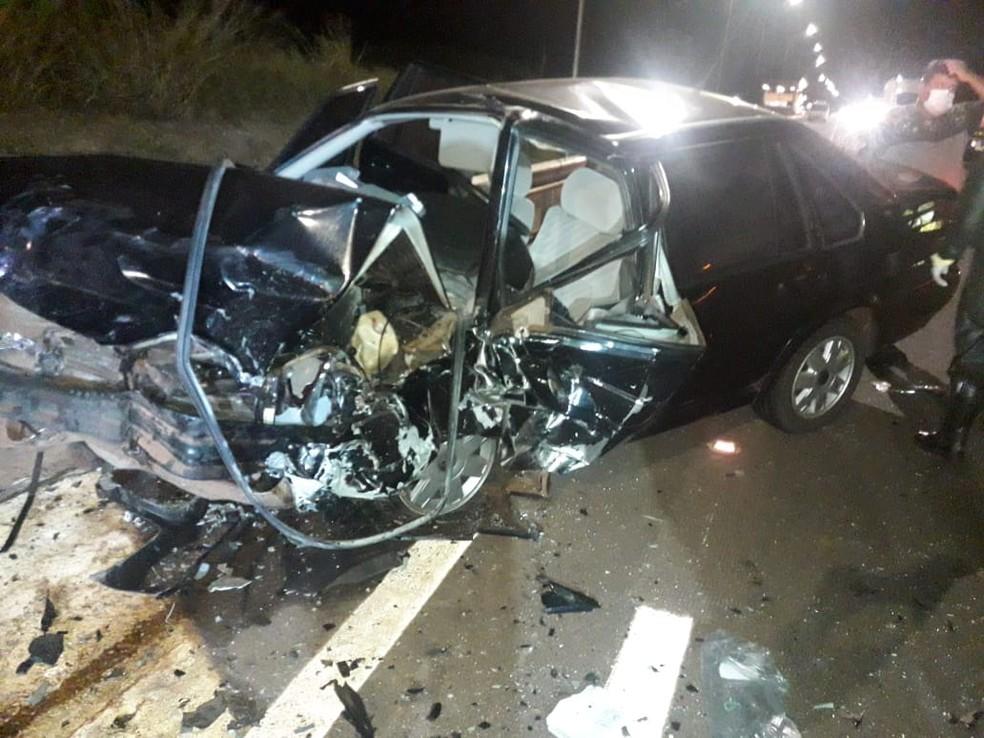 Carros ficaram destruídos após o engavetamento na rodovia entre Assis e Tarumã — Foto: The Brothers / Divulgação