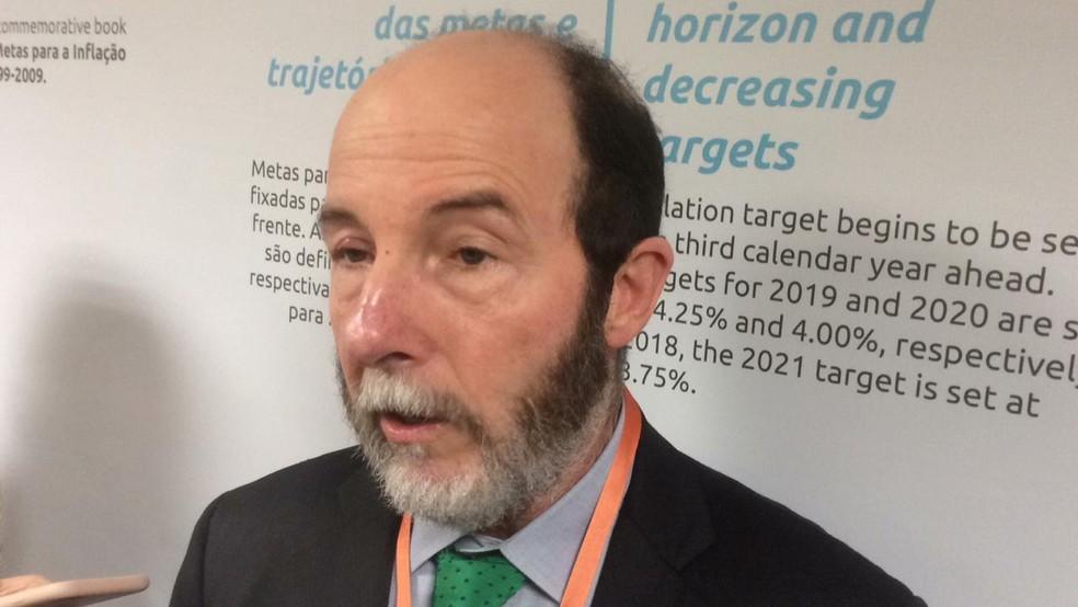 Arminio Fraga, ex-presidente do BC, fala à imprensa nesta quarta-feira (22) — Foto: Daniel Silveira/G1