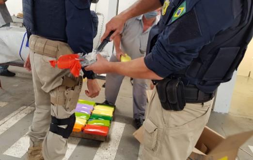 Duas pessoas são presas com mais de 28 quilos de pasta base de cocaína na BR-277