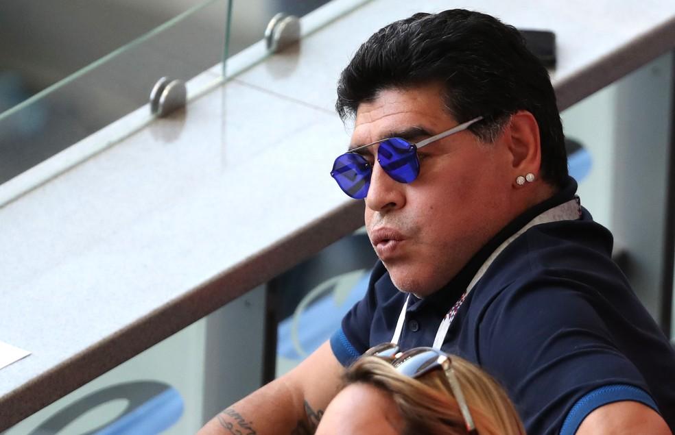 Maradona lamenta o resultado (Foto: Catherine Ivill/Getty Images)