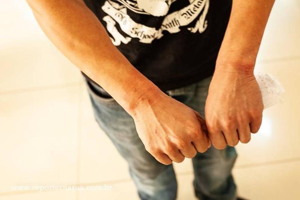 Jovem foi abordado no centro de Santa Cruz do Rio Pardo após fugir de clínica em Bofete (Foto: Repórter na Rua / Divulgação )