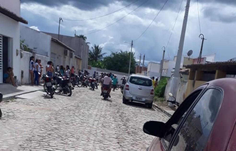 Mulher foi morta a tiros em João Câmara, RN, no bairro IPE — Foto: Redes Sociais