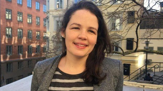 Claire Ingram Bogusz, pesquisadora de pós-doutorado na Escola de Economia de Estocolmo, estuda o sistema de licença empresarial do país (Foto: Reprodução/BBC News Brasil)