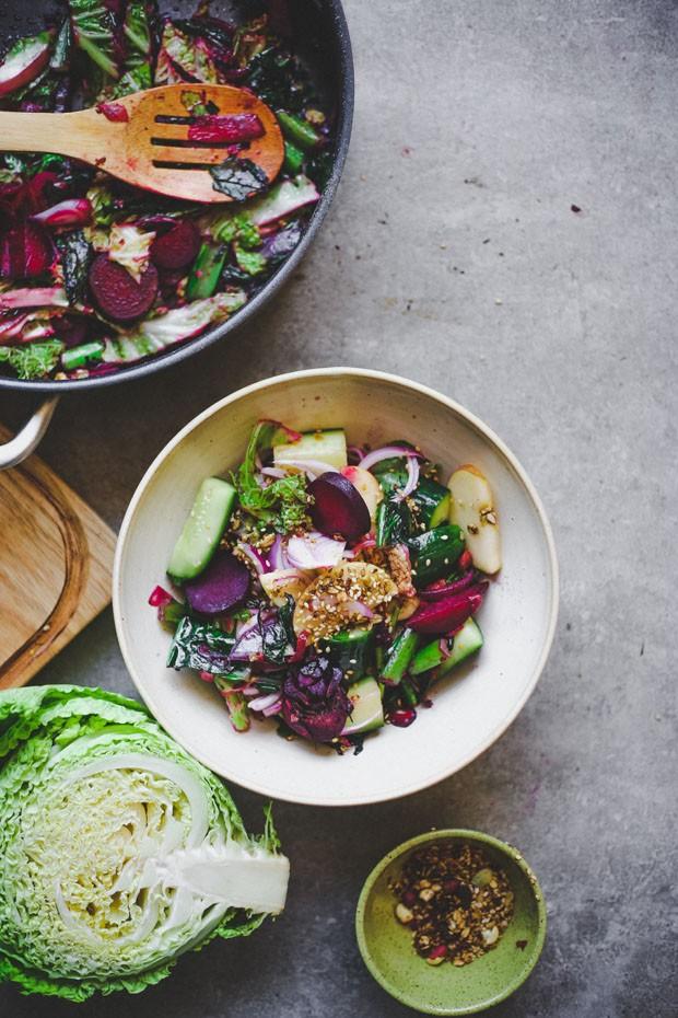 Salada simples de inverno: aprenda uma receita fácil para os dias frios (Foto: Simplesmente)