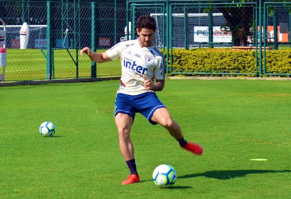 Pato em treino do São Paulo — Foto: Érico Leonan / saopaulofc.net
