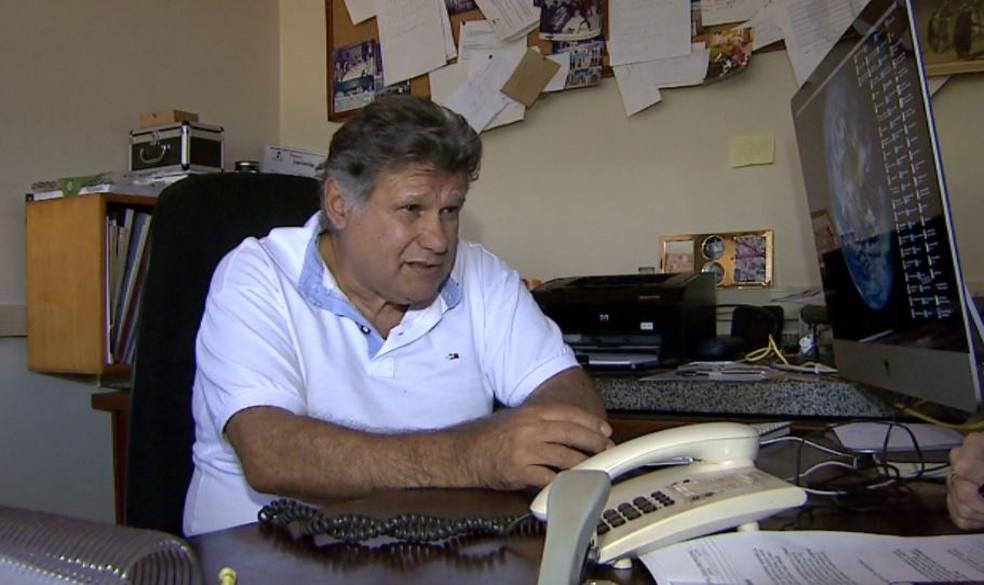 O virologista da USP Ribeirão Preto, Luiz Tadeu Moraes Figueiredo, estuda o vírus oropouche (Foto: Reprodução/EPTV)