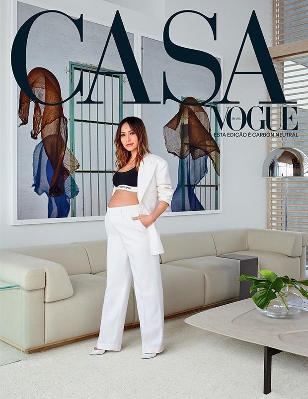 Sabrina Sato de terno masculino Maison Margiela na capa da Casa Vogue, é a referência perfeita para grávidas (Foto: Casa Vogue)
