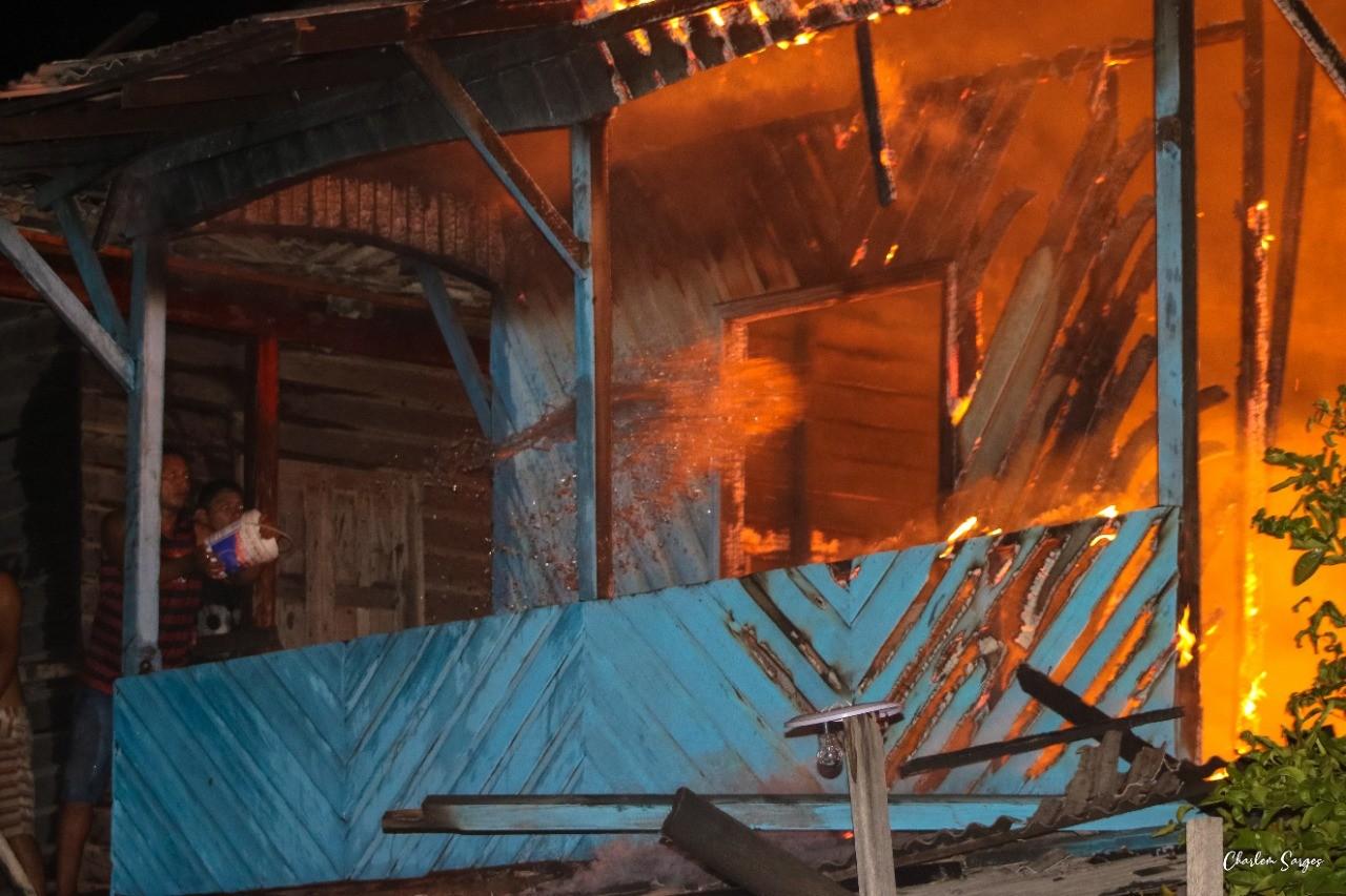 Incêndio atinge casa de madeira em Portel, na ilha do Marajó