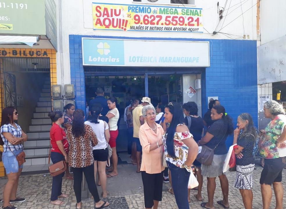 Lotérica desde segunda-feira está lotada de clientes. Proprietário diz que a lotérica está com ar de sorte.  (Foto: Manoel Ulisses/Arquivo Pessoal)