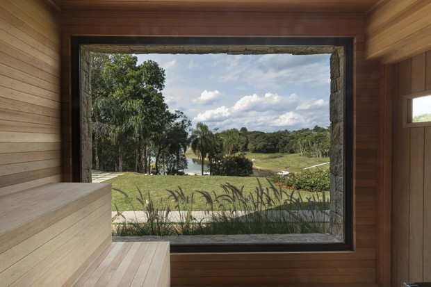 Casa de campo tem vista para represa e decoração rústica  (Foto: FOTOS VINICIUS ASSENCIO)