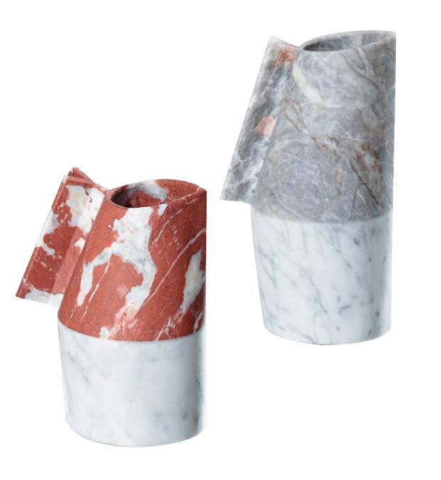 Garrafas de água feitas de mármore pela designer para Editions Milano (Foto: Ricardo Labougle/Arquivo Globo Condé Nast e Divulgação)