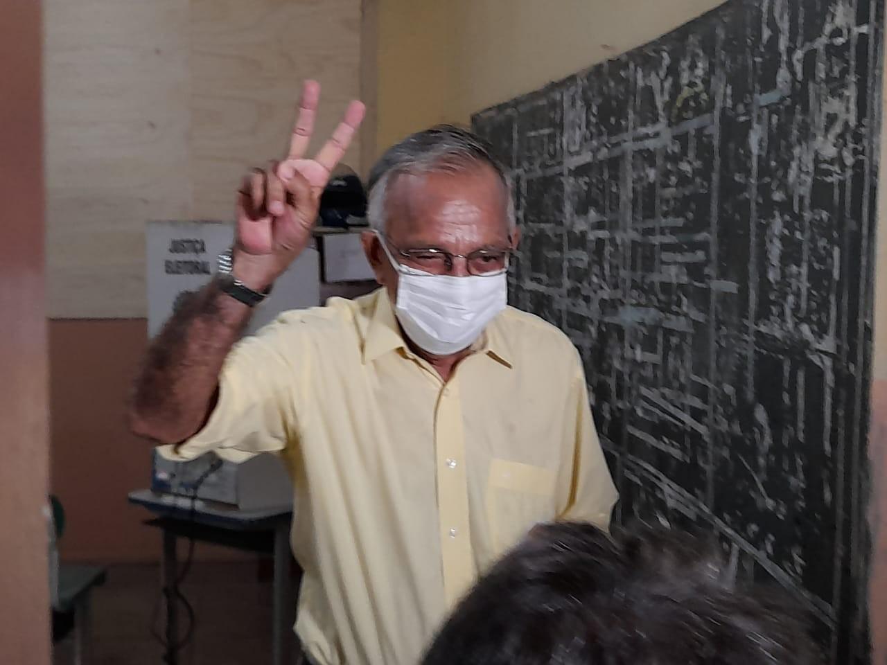 Eleição em Macapá: Capi vota na Escola José de Alencar, no Centro