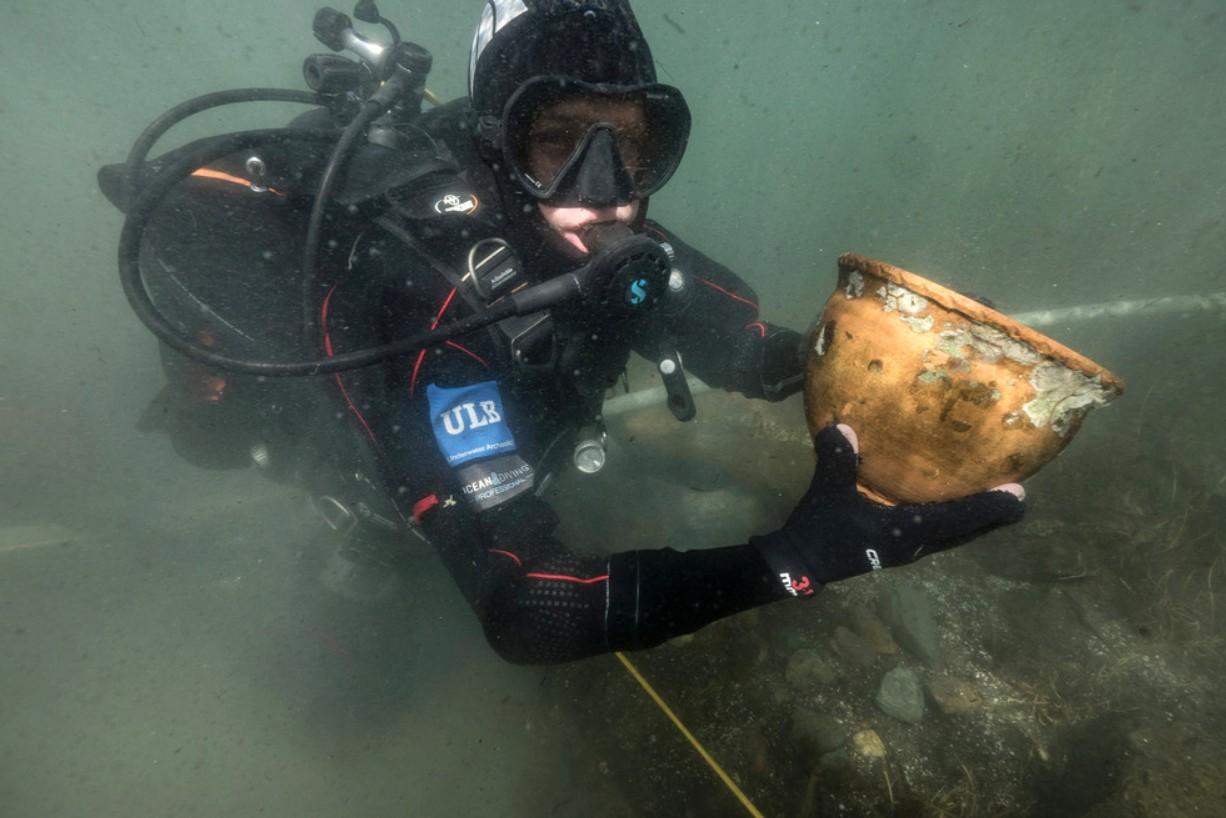 Arqueólogos marinhos encontram artefatos no lago Titicaca, na Bolívia (Foto: Teddy Seguin)