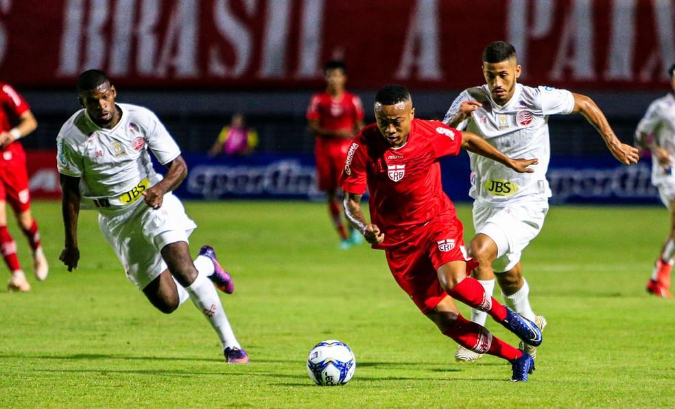 Erik em duelo com o Náutico, pela Copa do Nordeste — Foto: Ailton Cruz/Gazeta de Alagoas