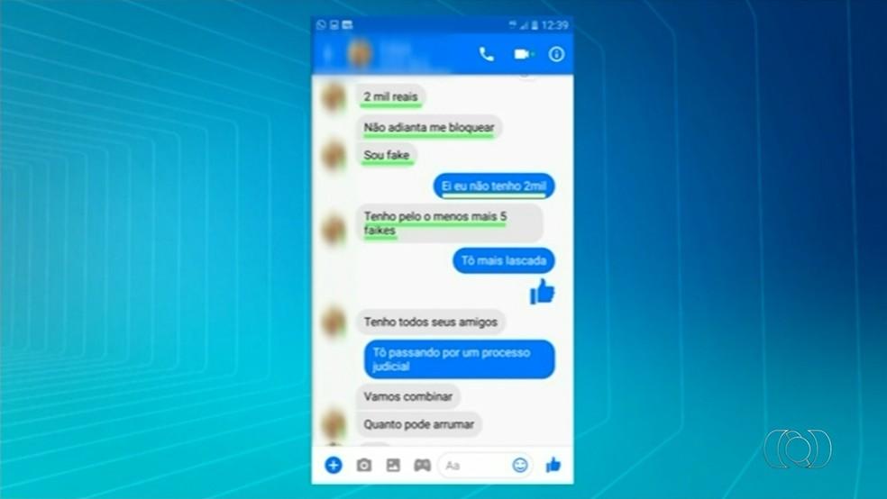 Conversa mostra suspeito pedindo dinheiro para não divulgar fotos íntimas (Foto: Reprodução/TV Anhanguera)