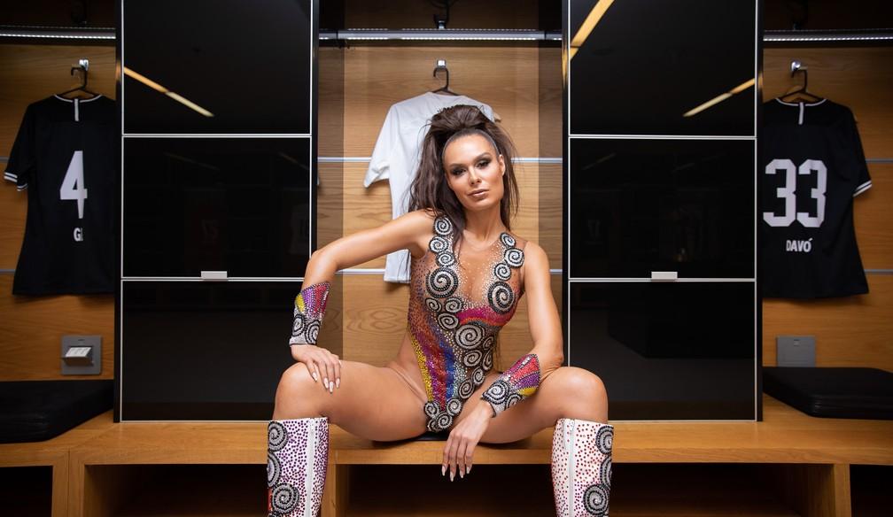 Fernanda Lacerda, musa da Gaviões, posa para ensaio fotográfico na Arena Corinthians — Foto: Fábio Tito/G1