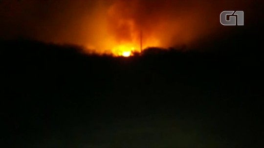 Incêndio já dura mais de 72h, atinge dez propriedades e mata animais carbonizados