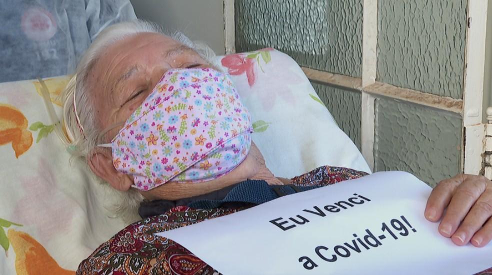 Ercilia Garcia Da Silva é a primeira paciente com suporte de oxigênio em domicílio em Batatais (SP) — Foto: Reprodução/EPTV