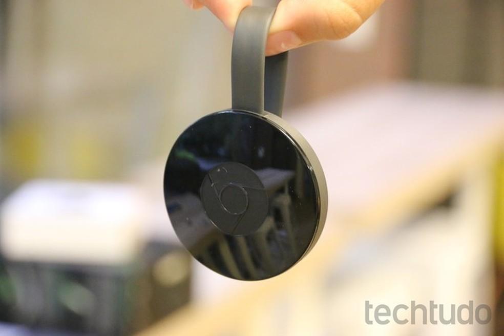 Chromecast 2 transforma uma televisão comum em smart ao espelhar aplicativos (Foto: Caio Bersot/TechTudo)