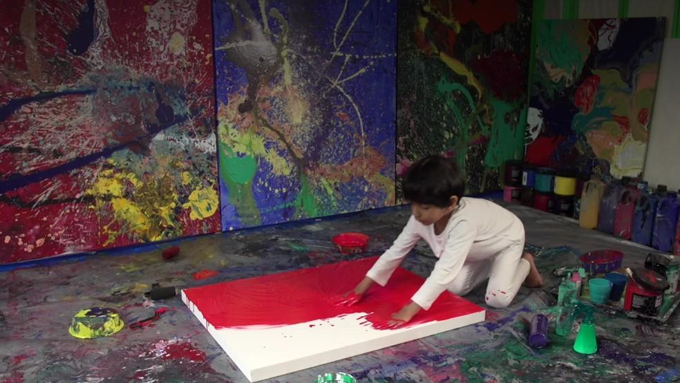 Advait Kolarkar: o artista de 4 anos que já vende quadros por milhares de dólares (Foto: BBC)