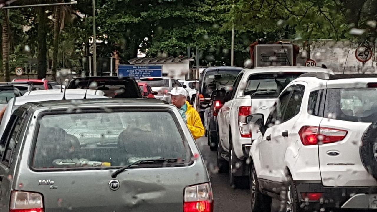 Sem ponte, moradores de Santos e Guarujá enfrentam dilema de esperar pela balsa ou percorrer trajeto gigante - Notícias - Plantão Diário