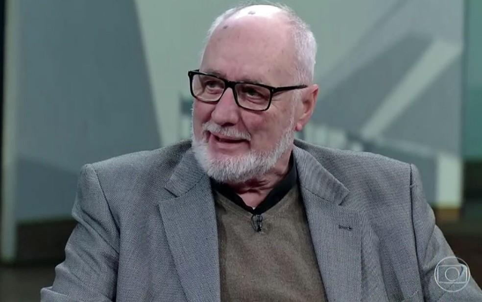 Jornalista Clóvis Rossi durante entrevista a Pedro Bial — Foto: Reprodução / TV Globo