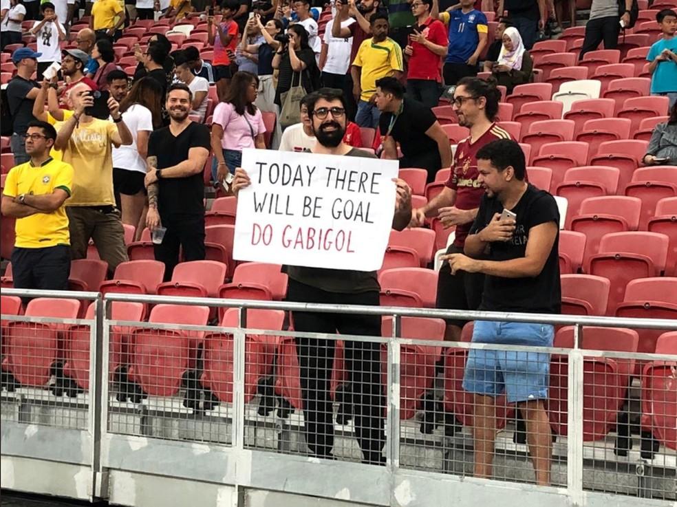 Torcedor no jogo do Brasil contra Senegal, em Singapura — Foto: Rafael Zarko