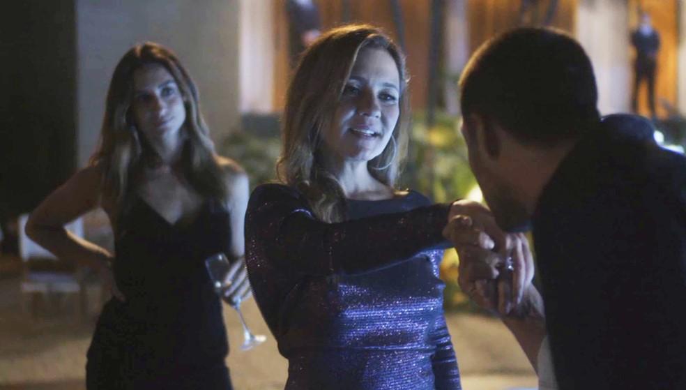 Laureta fica interessadíssima em Tomé — Foto: TV Globo