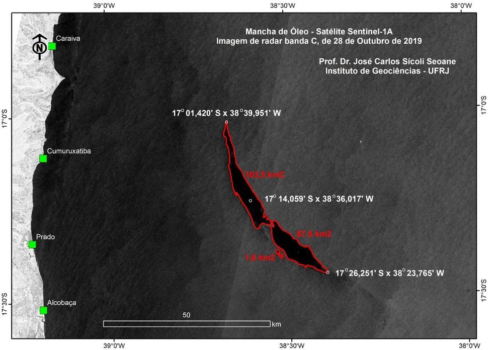 Imagem do satélite Sentinel mostra mancha com características de óleo a 50 km da costa da Bahia — Foto: Arquivo pessoal/José Carlos Seoane