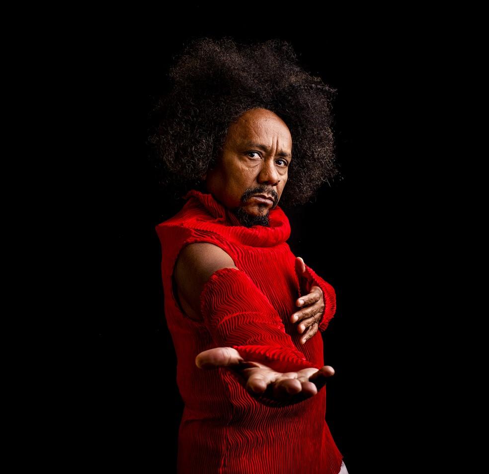 Chico César alinha 13 músicas no repertório inteiramente autoral do álbum 'O amor é um ato revolucionário' — Foto: José de Holanda / Divulgação
