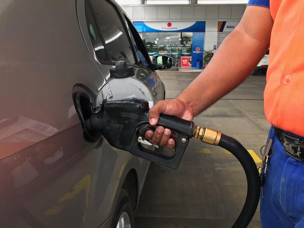 Licitação para a compra de combustível é questionada — Foto: Alan Chaves/G1