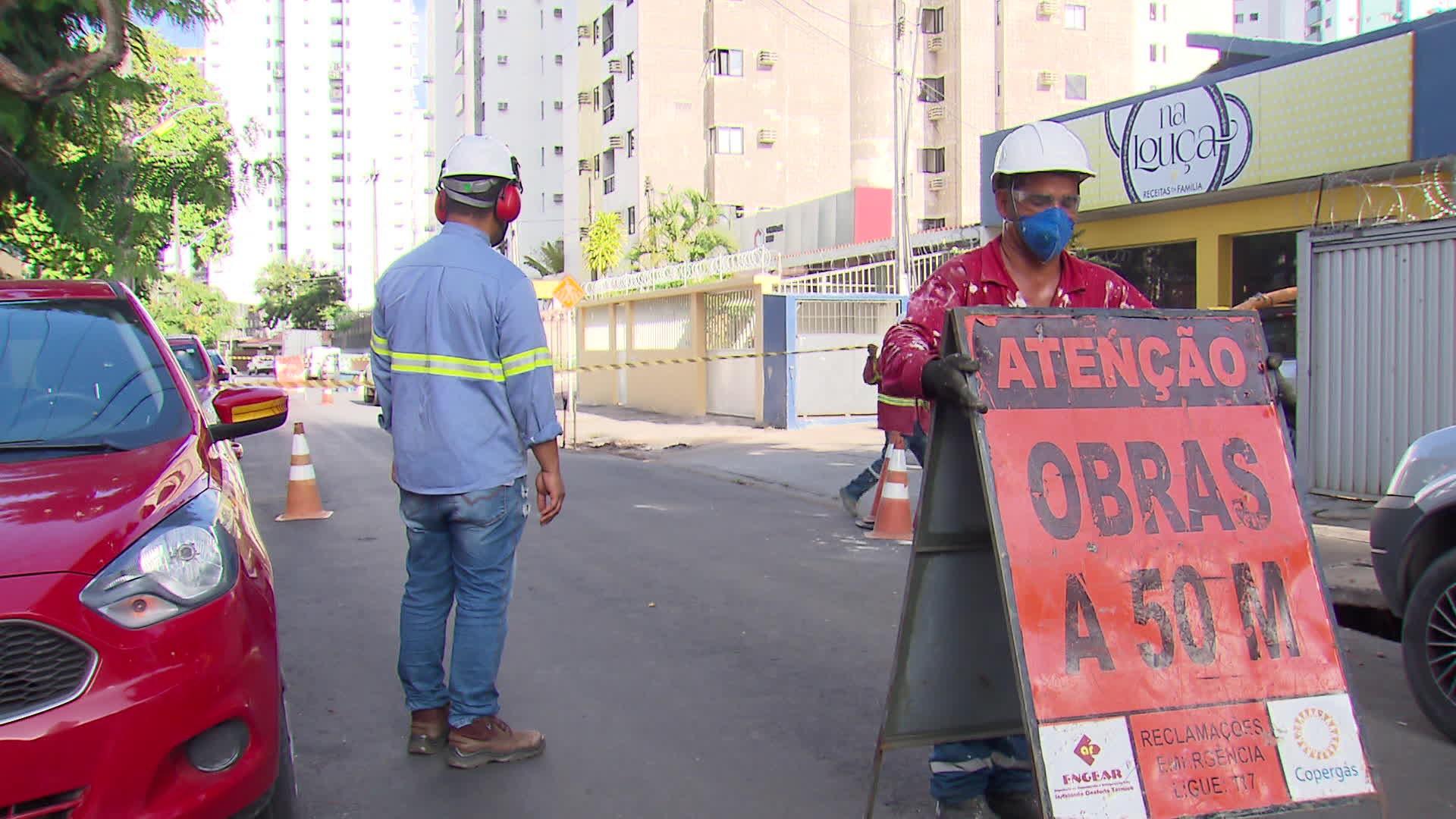 Carro passa por cima de tubulação e causa vazamento de gás em Boa Viagem, no Recife