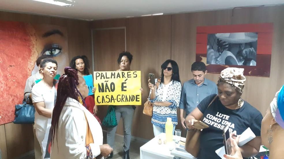 Manifestantes ocuparam andar onde fica gabinete de presidente da Fundação Cultural Palmares — Foto: Carolina Cruz/G1
