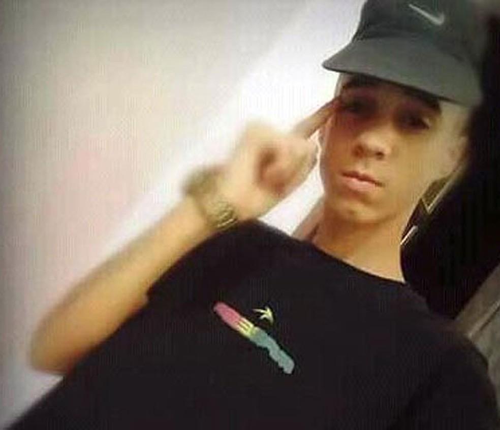 Jovem de 14 anos foi morto em sofá na Bahia (Foto: Reprodução/Facebook)