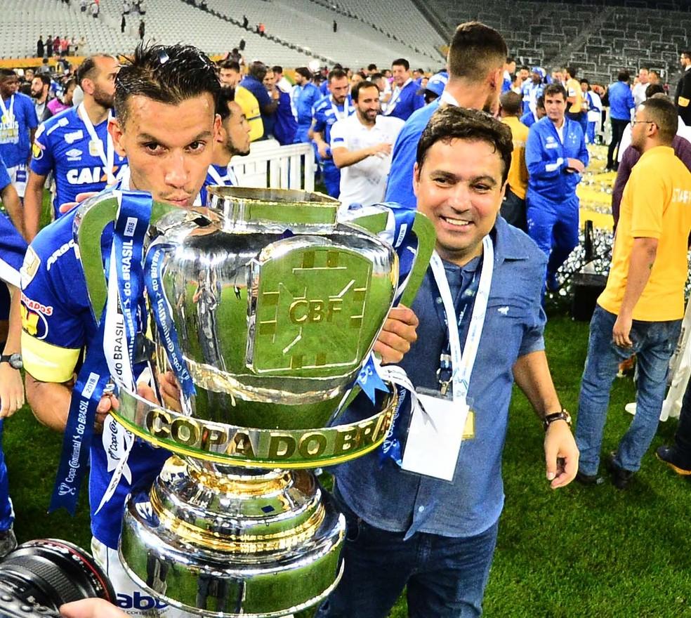 Itair Machado, ao lado de Henrique, revela planos do Cruzeiro — Foto: Marcos Ribolli