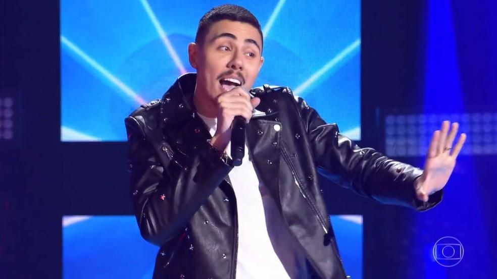 Renan Cavolik em sua estreia no 'The Voice Brasil' 2018 (Foto: Reprodução / Gshow)