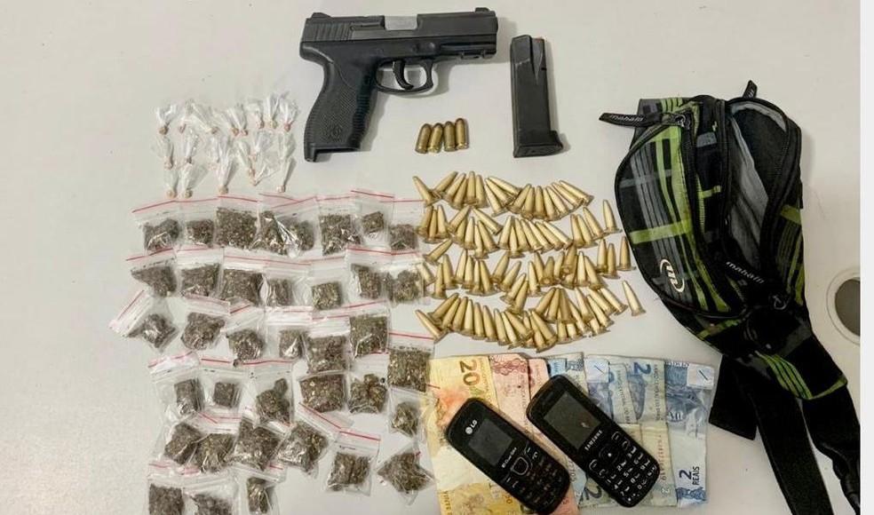 Homem morre após troca de tiros com PMs em São Cristóvão; arma e drogas foram apreendidas — Foto: Divulgação/SSP-BA