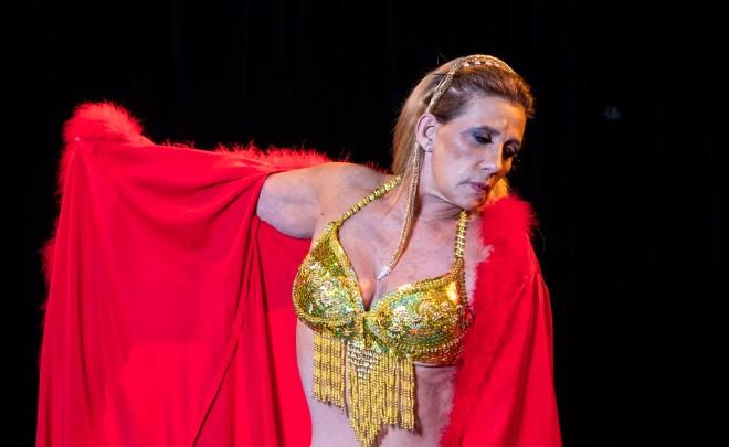 """Rita Cadillac durante ensaio da peça """"Luz del fuego"""", em São Paulo, em 2018"""